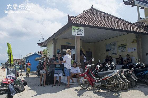 Jungut Batu码头的公共船售票亭