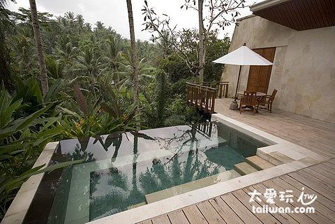 客房小泳池