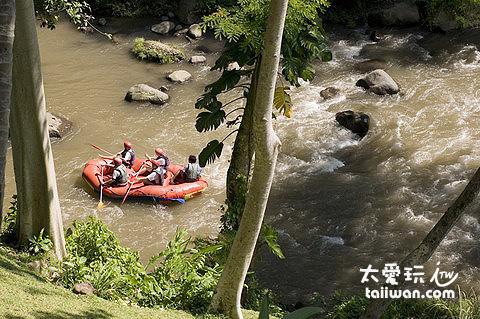 阿漾河(Ayung River)泛舟遊客