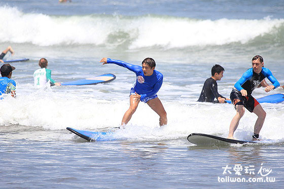 来巴里岛强烈推荐玩冲浪