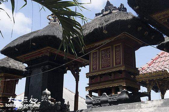 蓝梦岛上的居民仍然信奉印度教