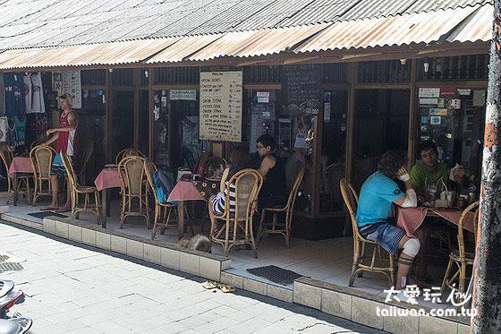 竹角餐廳(Bamboo Corner)便宜好吃深受背包客喜愛