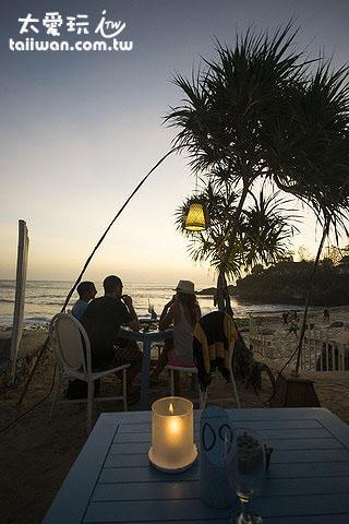 Sandy Bay Beach Club可双脚踩着白砂喝酒丶吃饭丶看夕阳