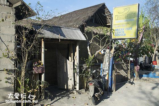 Warung Bambu位於大蓝梦岛北边的海滩旁