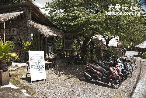 巴里島許多民宿也有機車出租