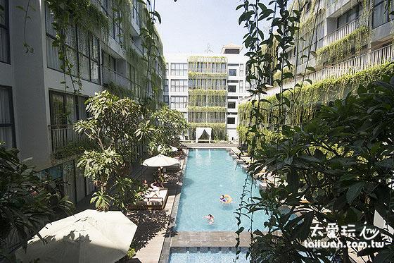 Hotel Neo Plus Kuta Legian中庭泳池