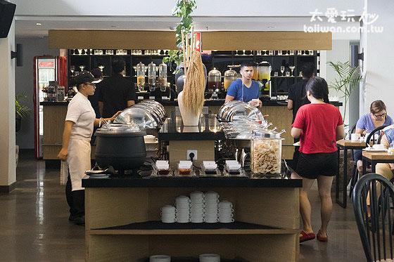 Hotel Neo Plus Kuta Legian餐厅