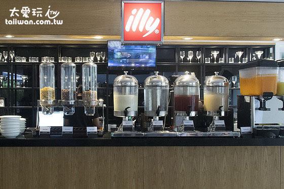 Hotel Neo Plus Kuta Legian早餐饮料区