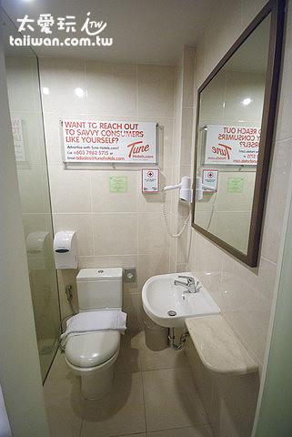廁所非常狹小