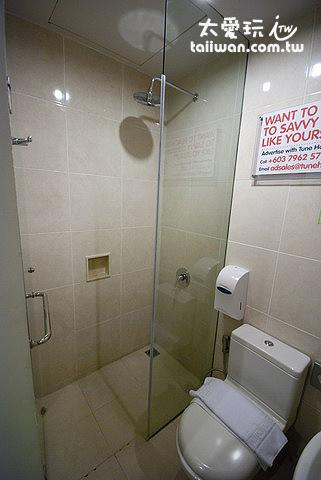 浴室只能容納一人