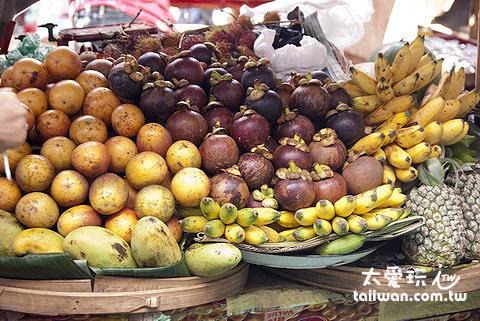 烏布市場也賣水果