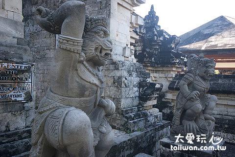 烏魯瓦圖神廟石像