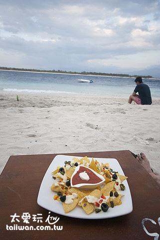 Gili Trawangan一邊吃吃喝喝一邊躺在沙灘上看海