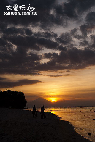 日落可以看到巴里島的剪影