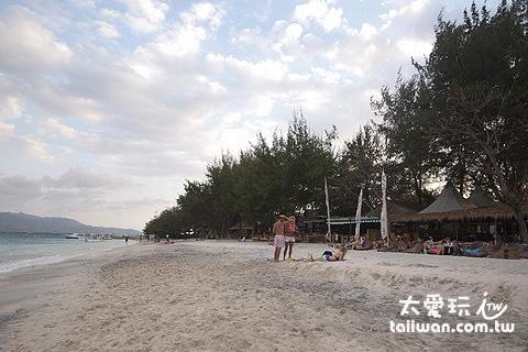 特拉旺岸岛Gili Trawangan东岸海滩