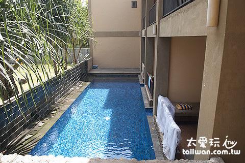 泳池房的泳池是三間房共用