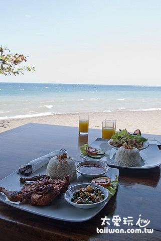 可以邊用餐邊看海