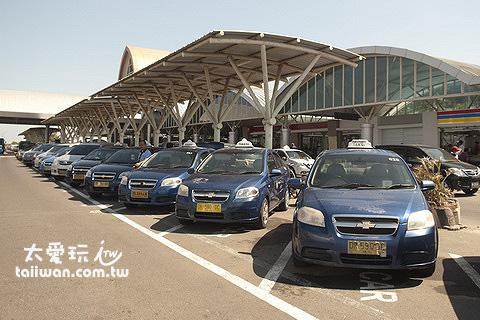 龍目島機場排班計程車