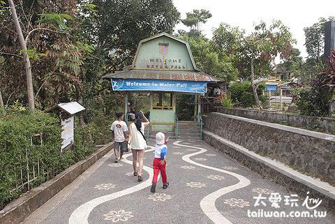 Sendang Gile and Tiu Kelep Waterfall瀑布入口