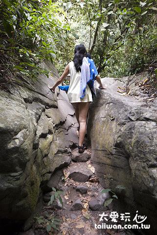 問其他觀光客或跟著走也可以輕易找到兩個瀑布