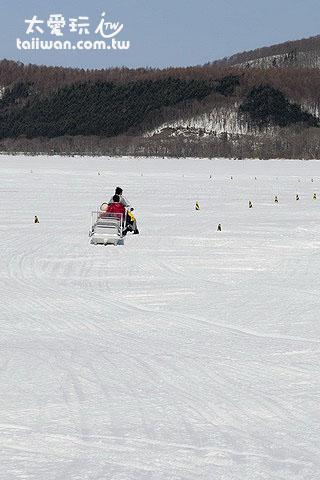 奔馳在冰湖上