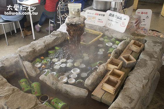 砂湯旁的商店有賣各種飲食