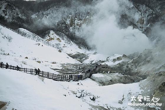 冬季的登別溫泉地獄谷鐵泉池