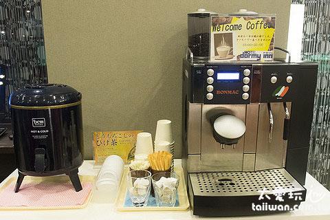 旭川多米飯店大廳有咖啡機與茶包,可以自己免費泡咖啡、茶