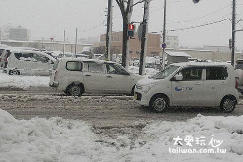 北海道冬天暴風雪開車是很危險