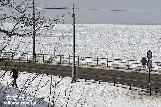 334号道有许多地方都可以欣赏海上流冰的壮阔