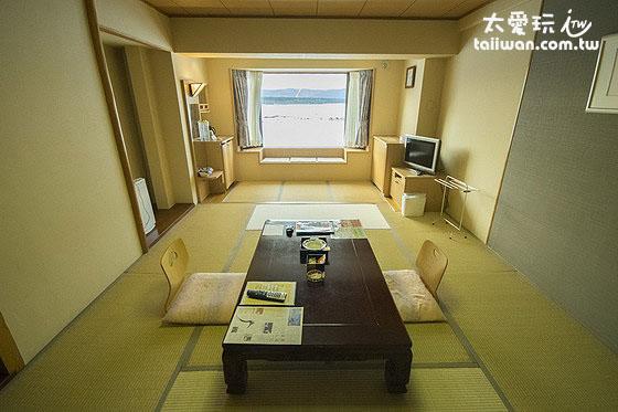 湖景和室房最多可容納4人住宿