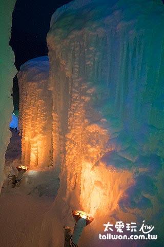 燈光下的冰牆