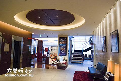 札幌水星饭店Mercure Hotel Sapporo电梯间与餐厅