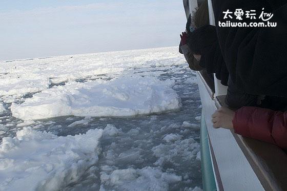 船的兩側走道才是看流冰最棒的位置