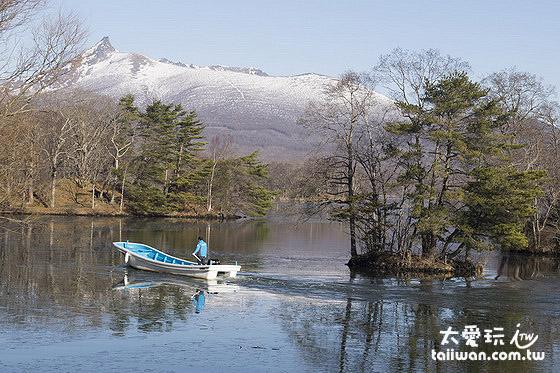 大沼最美的景色是遠處的駒岳山倒影在湖面上