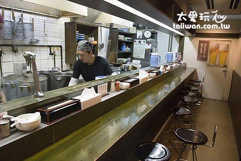 札幌南三条分店不大,大概只有10个座位