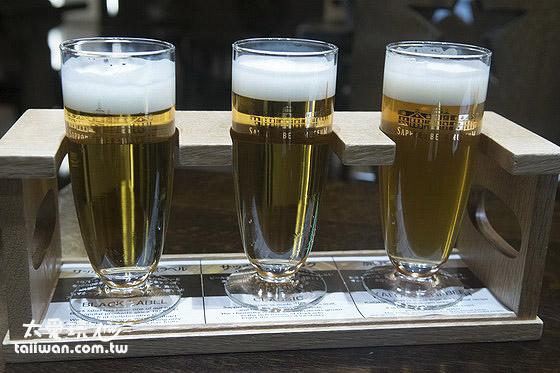 黑牌啤酒、北海道限定啤酒與開拓使啤酒三種口味的套裝三杯一組500日圓