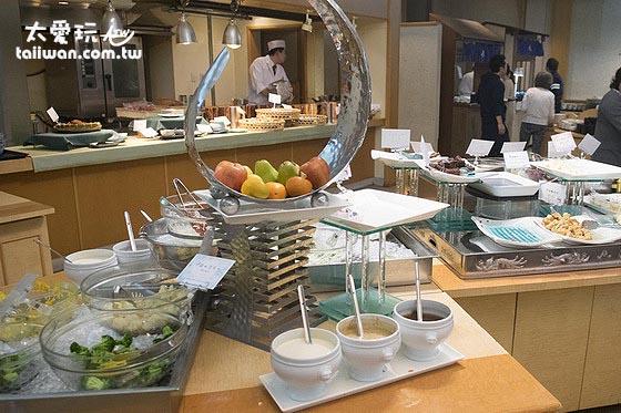層雲閣格蘭飯店晚餐還算豐富