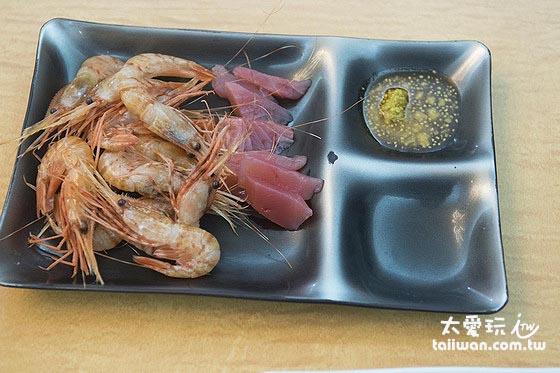晚餐蝦子與生魚片