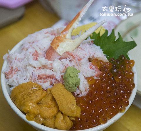 蟹肉、海膽、鮭魚卵三色丼