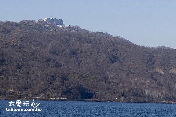 洞爺溫莎度假村飯店位於山上景觀非常棒