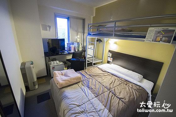 超級酷斯羅艾齊馬酒店雙人房加床房型就只有一個人能過的走道