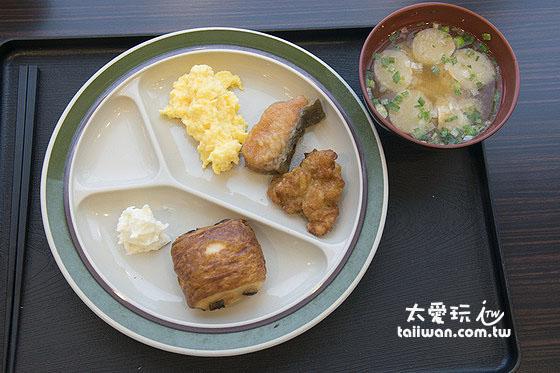 超級酷斯羅艾齊馬酒店早餐簡單不錯吃