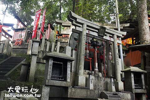 山上還有神社
