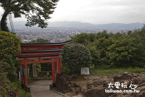 隨著高度越來越高,慢慢就可以看到京都的模樣了