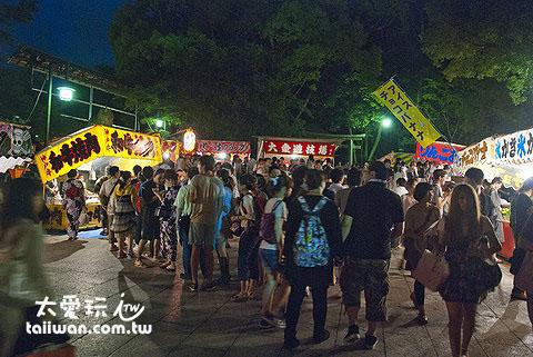 祇園祭八坂神社內也有熱鬧的夜市