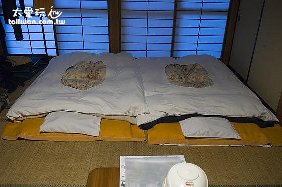 睡的是傳統床鋪