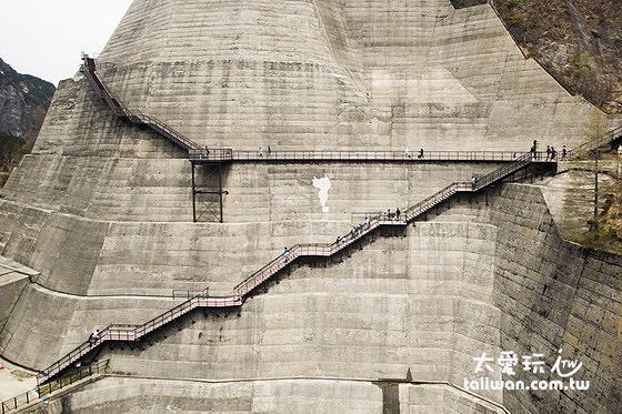 黑部水庫展望台階梯