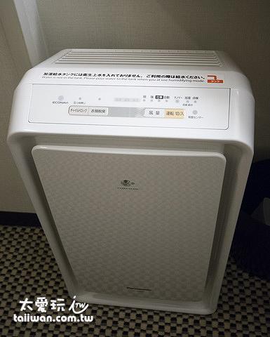 房間內有加濕空氣清淨機