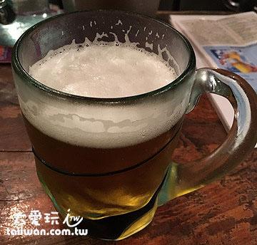 居酒屋来杯生啤酒是一定要的